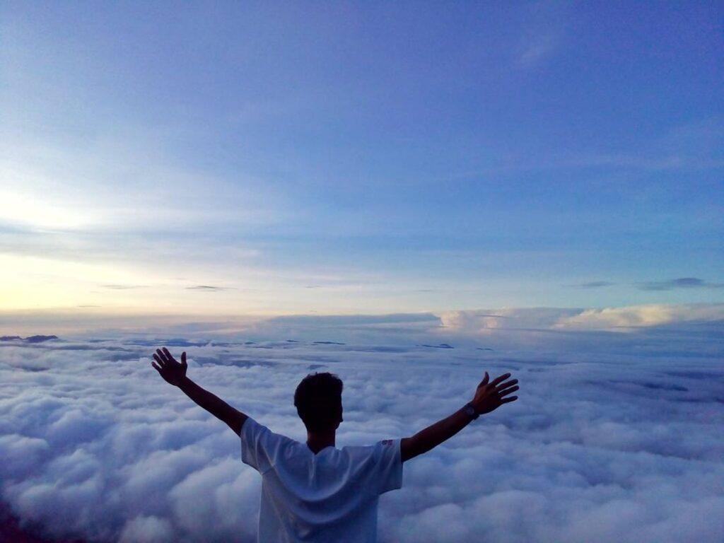 Lautan awan di Burni Telong