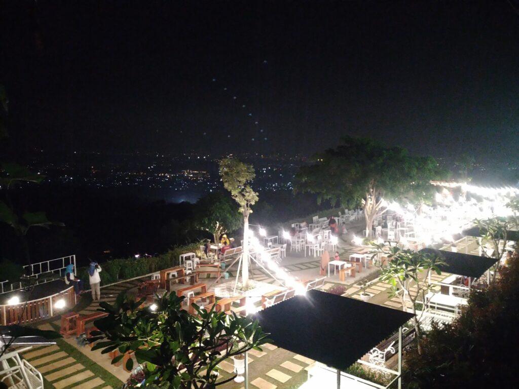 Suasana malam di Taman Fathan