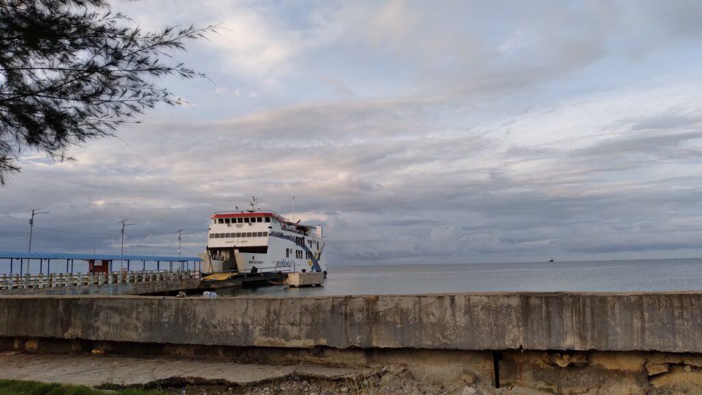 Kapal ferry ke pulau banyak