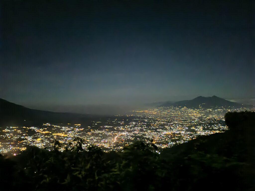 Gemerlap cahaya permukiman di Bogor yang terlihat dari Gunung Kencana