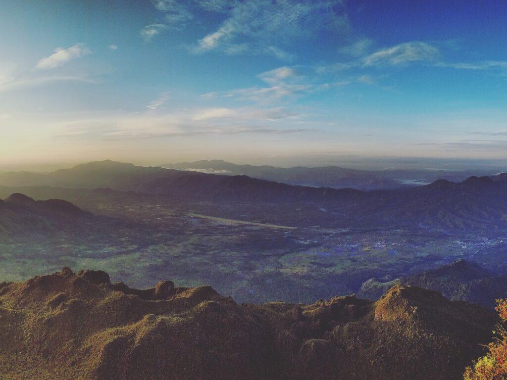 Pemandangan dari Puncak Burni Telong
