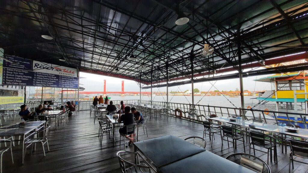 Area semi-outdoor River Side Restaurant