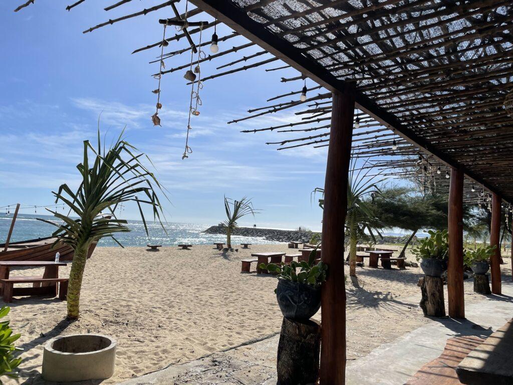 Teras Dreamlife Cafe & Resto wisata tepi pantai pulau kapuk