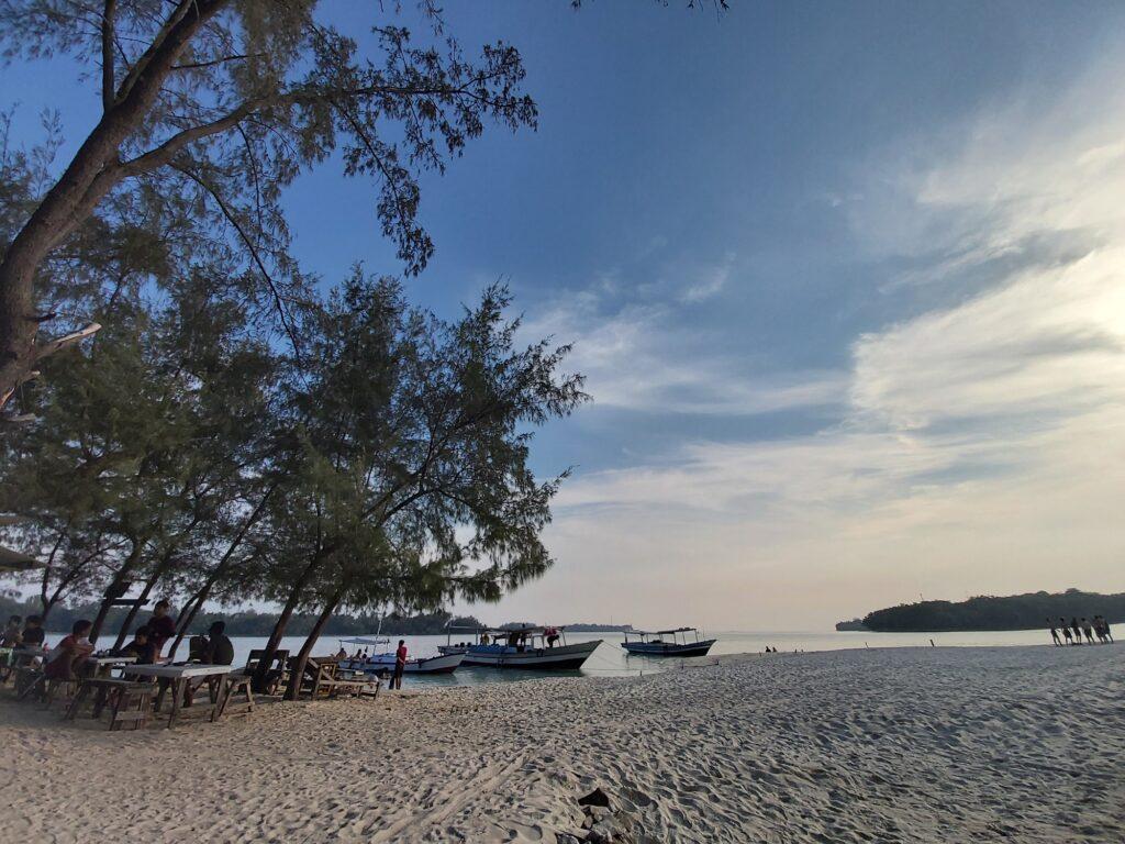 Pesona Keindahan Pulau Dolphin