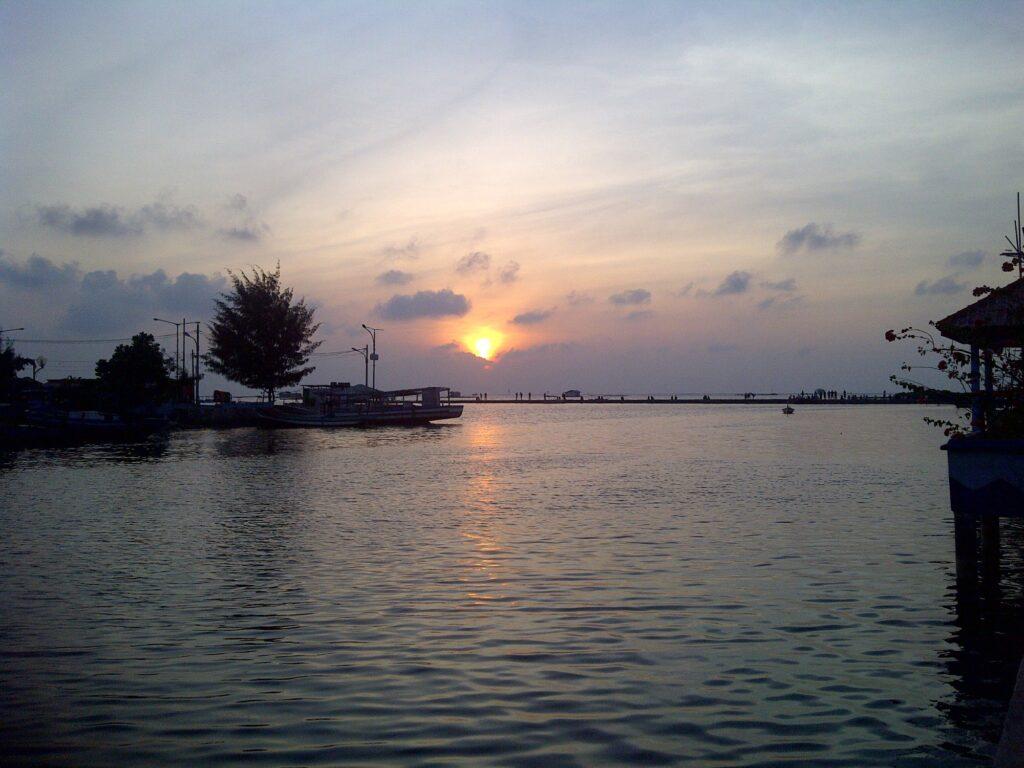 Senja di Pulau Kelapa