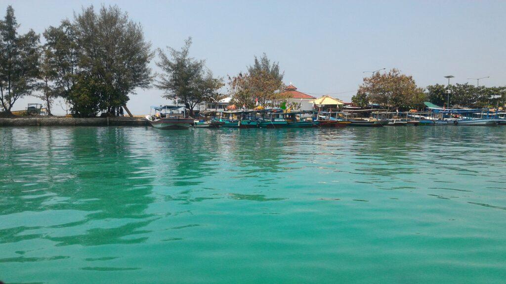 Suasana Tenangnya Pulau Kelapa