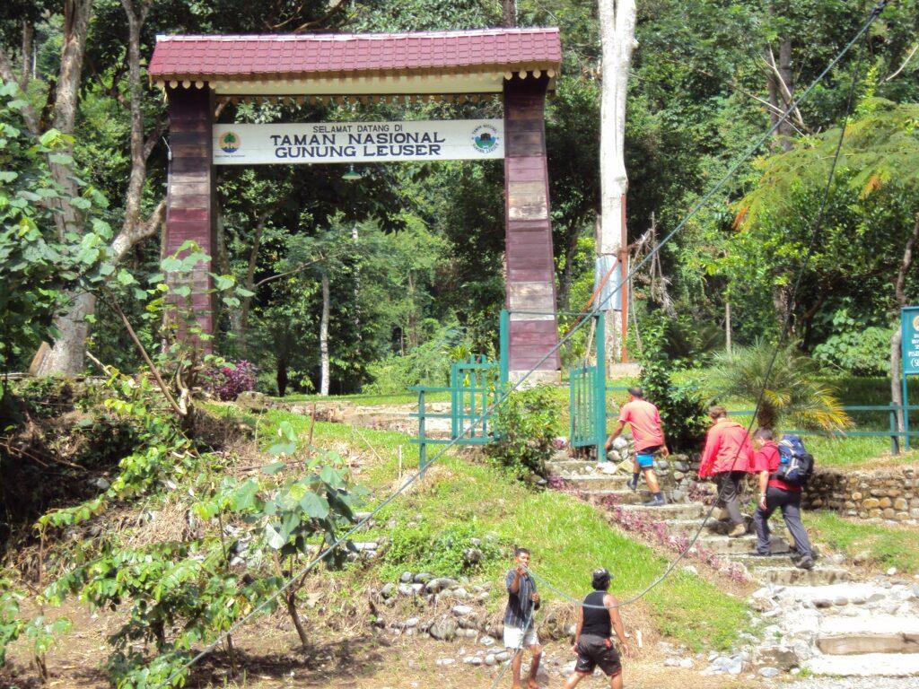 Salah satu gerbang masuk TN Gunung Leuser