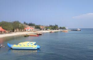 Jernihnya Perairan di Pantai Untung Jawa