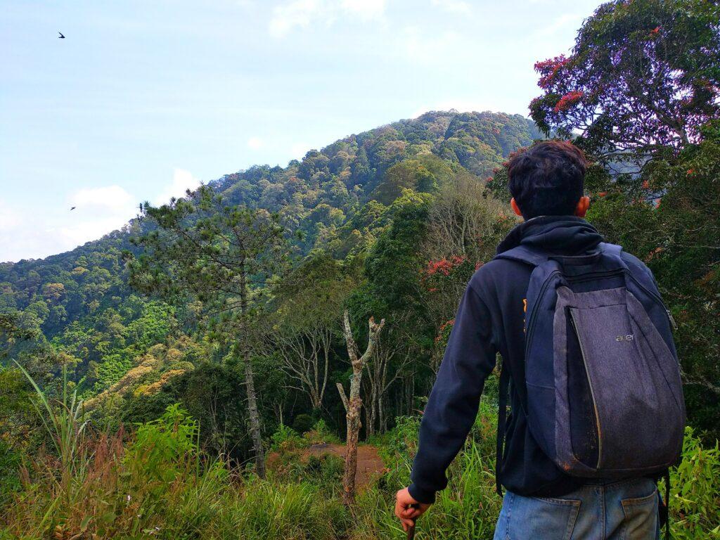 Mendaki Gunung Manglayang