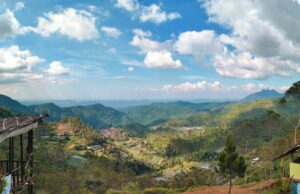 Panorama bentang alam perbukitan puncak eurad lembang