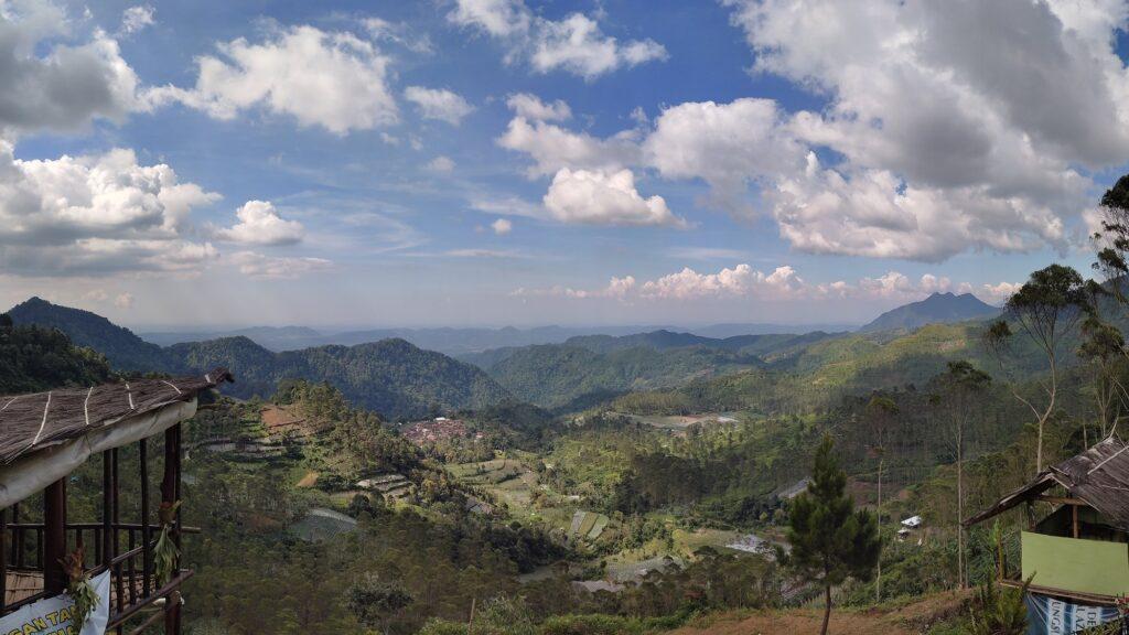 Pemandangan Indah dari Puncak Eurad