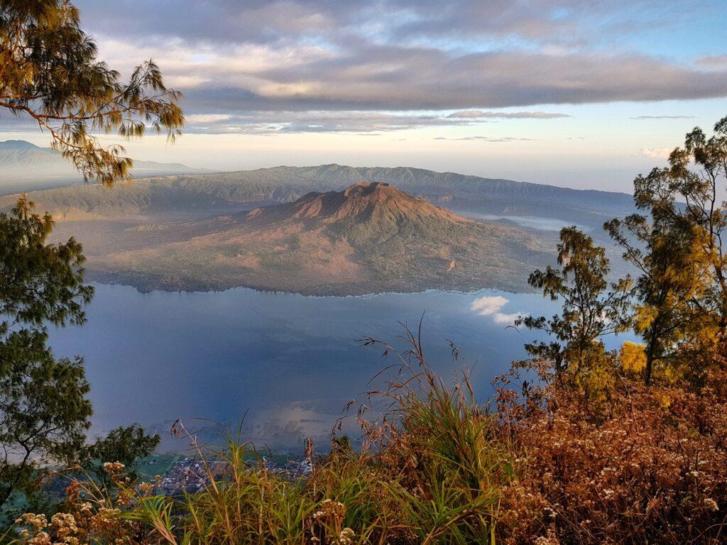 Gunung Batur dan danaunya
