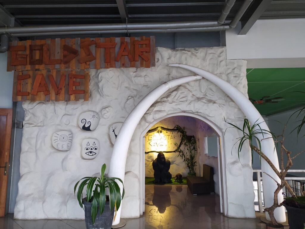 Area makan goldstar 360 berbentuk gua