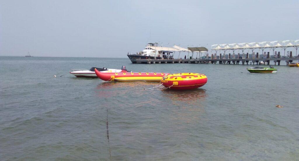Wahana Permainan Air di Pulau Untung Jawa