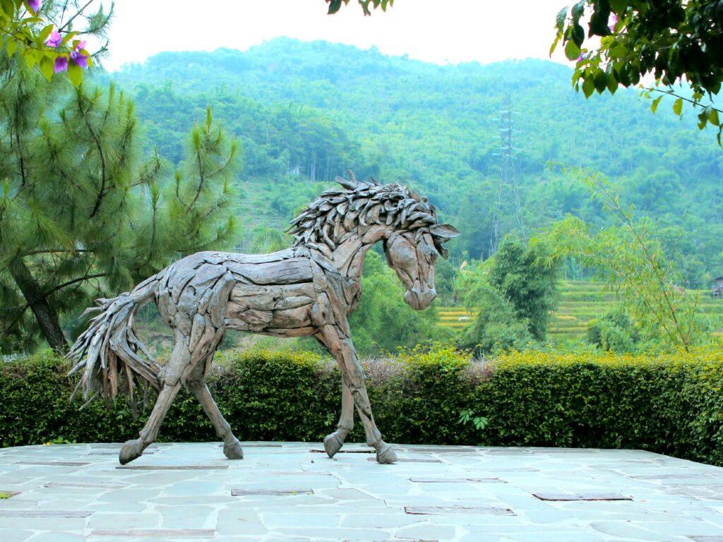 Patung kuda ikonik di DRiam Riverside