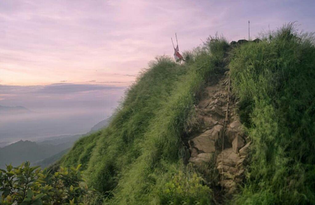 Area Tanjakan Batuan menuju Puncak