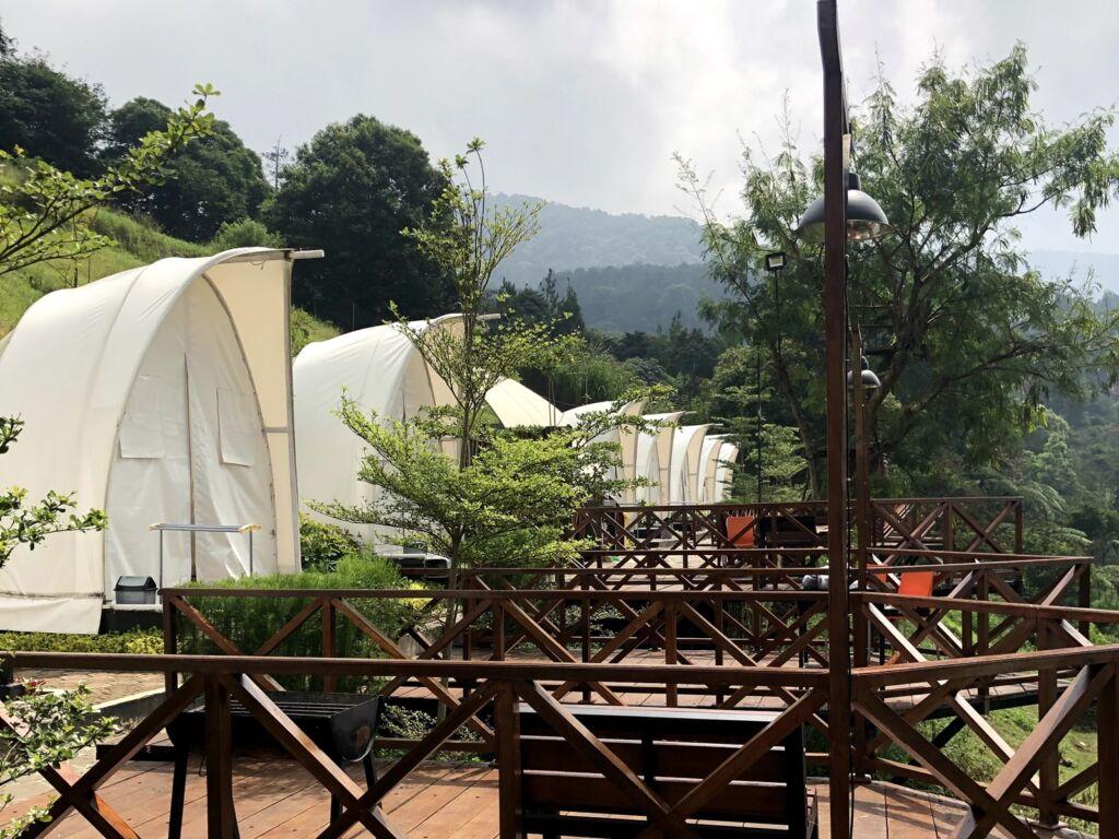 Deretan Tenda Keong di  Wisata Alam Sevillage