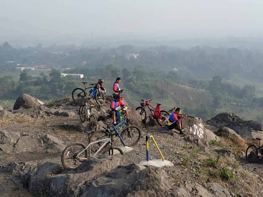 Bersepeda di Kawasan Gunung Dago