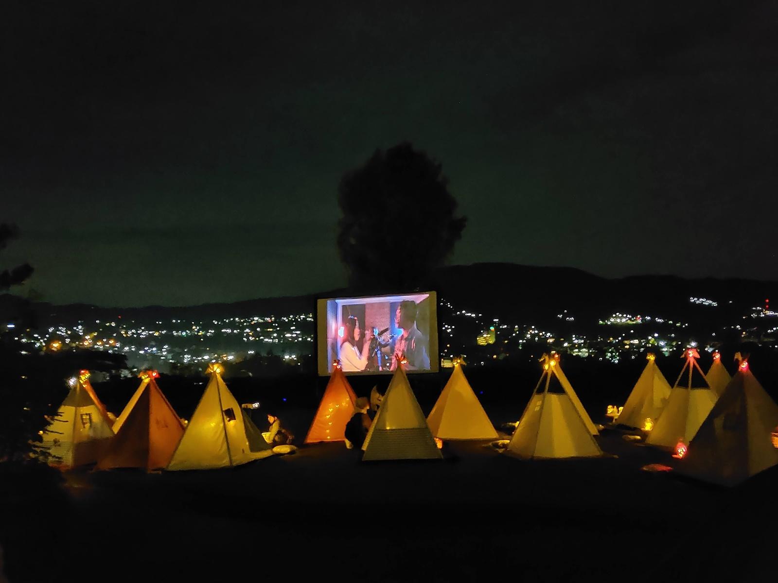 Suasana saat menonton di Tenda Dibawah Bintang Lembang