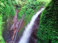 Derasnya aliran air Curug Kiara Bogor
