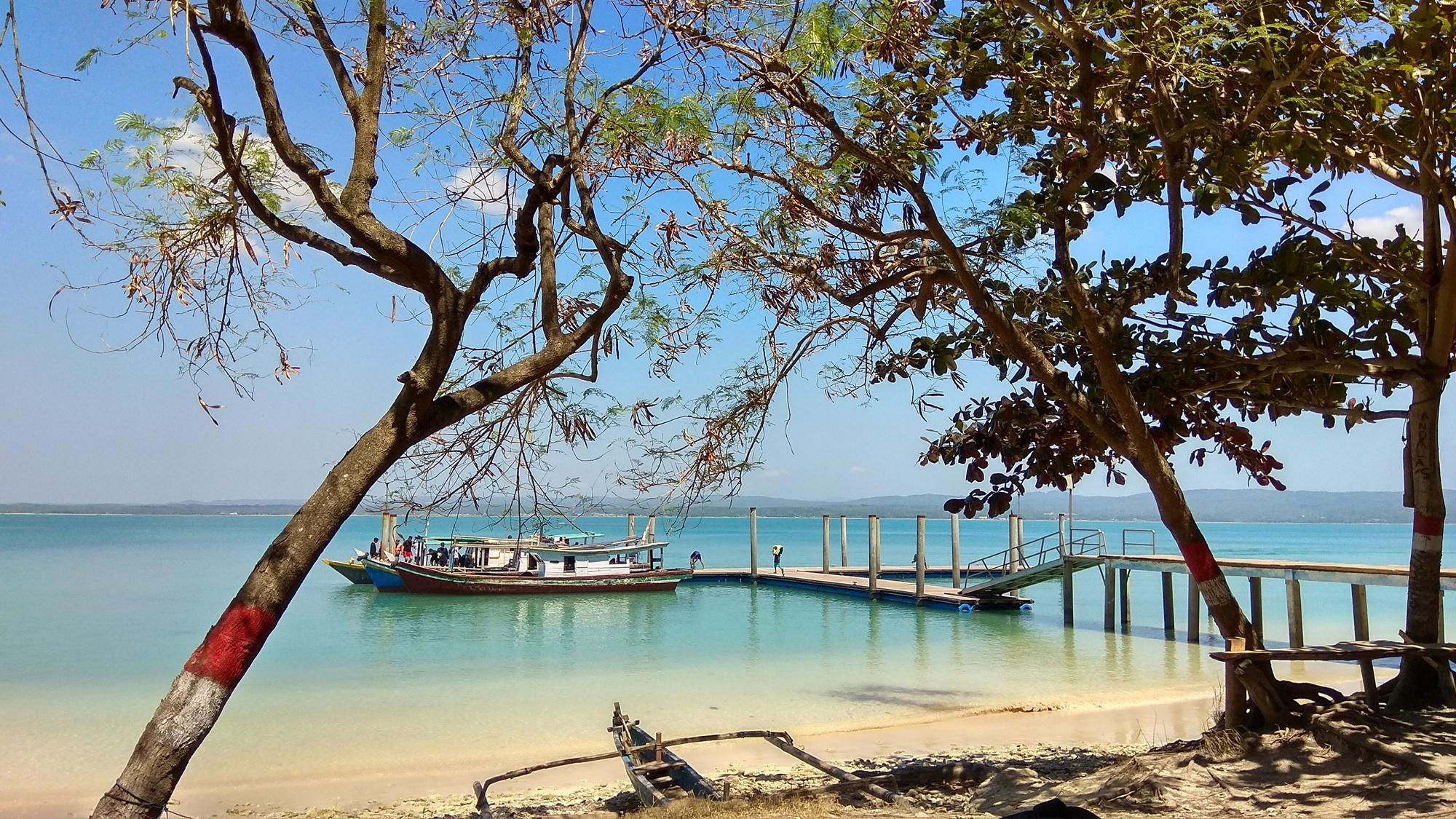 Perahu di dermaga Liwungan