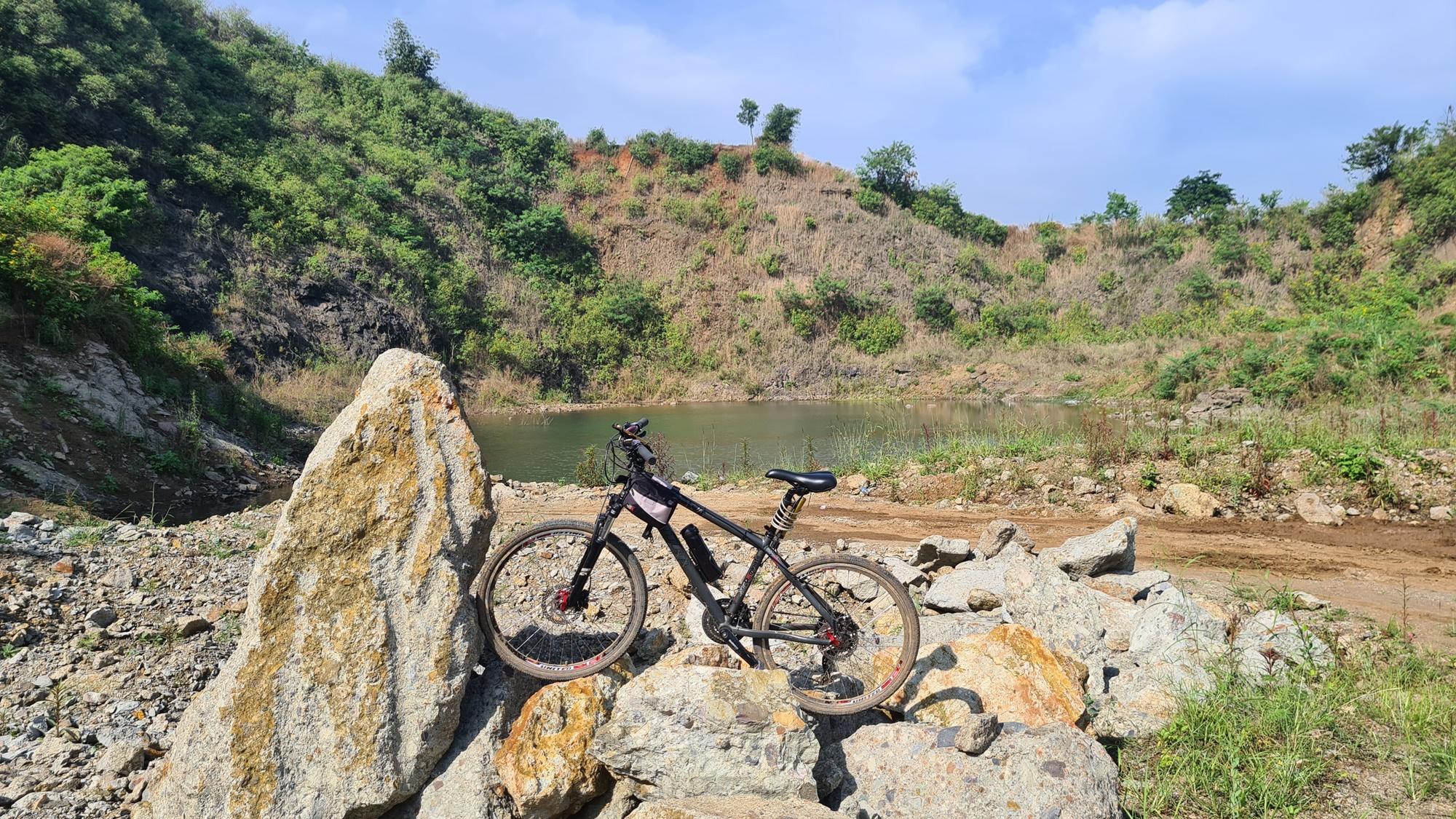 Bersepeda ke Danau Wakadobol