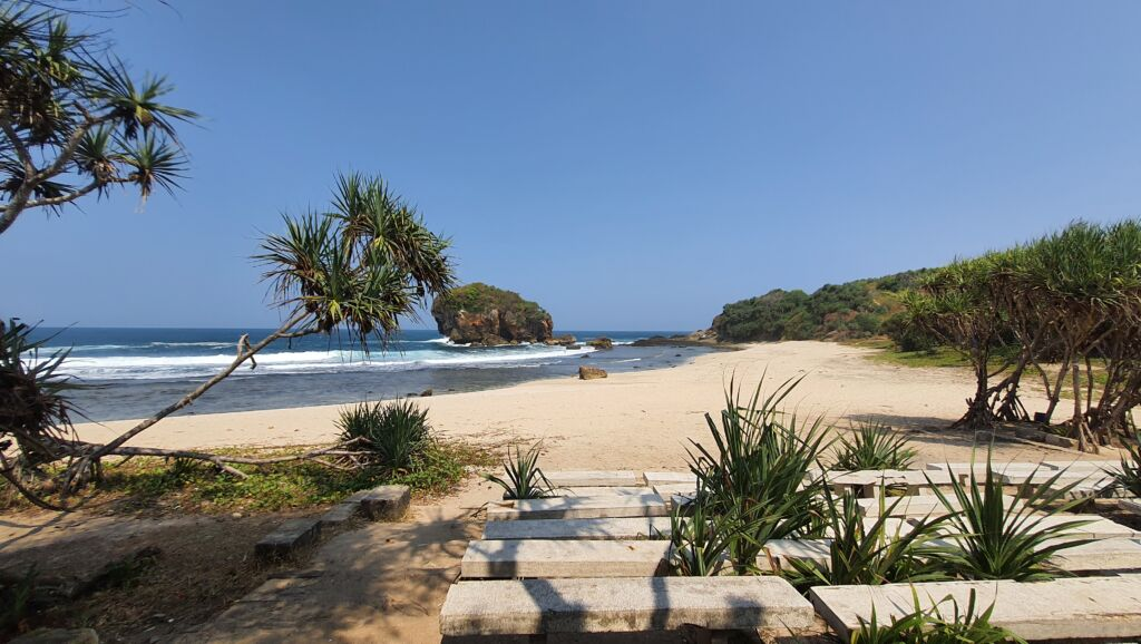 Fasilitas Bangku Panjang Pantai Jungwok