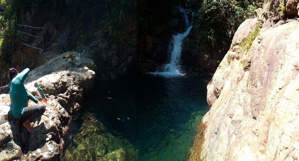 Indahnya Air Terjun dan Kolam Toska di bawahnya