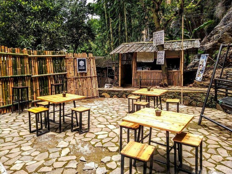 Kedai Makan Di Curug Batu Templek Bandung