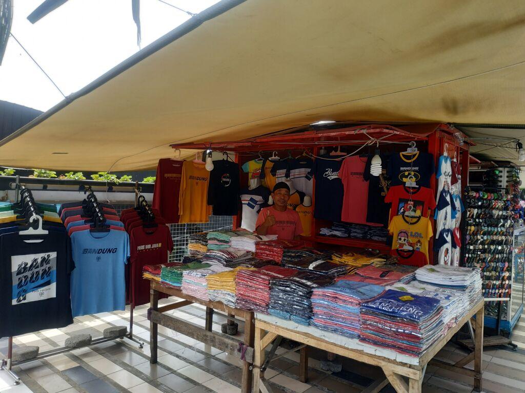 Kios Suvenir Di Teras Cihampelas Bandung