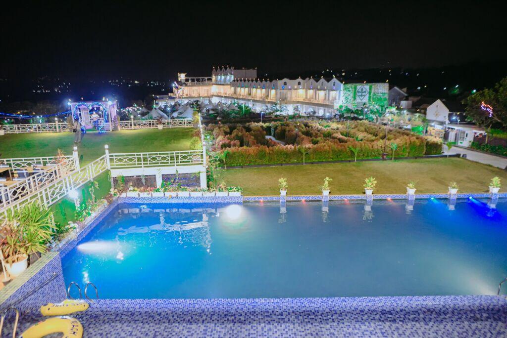 Kolam Renang di Resort