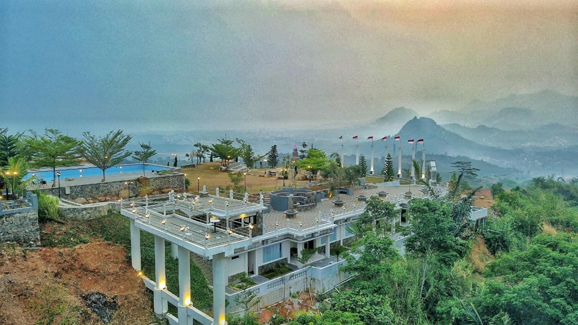 Hidden Valley Hills Purwakarta