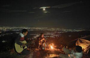 Panorama malam hari di Gunung Geulis