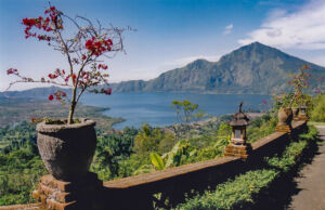 Pemandangan Danau dan Gunung Batur Bali