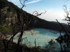 Kawah Putih terlihat dari Sunan Ibu Gunung Patuha