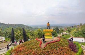 Pemandangan Spot Foto Di Lengkung Langit Bandar Lampung
