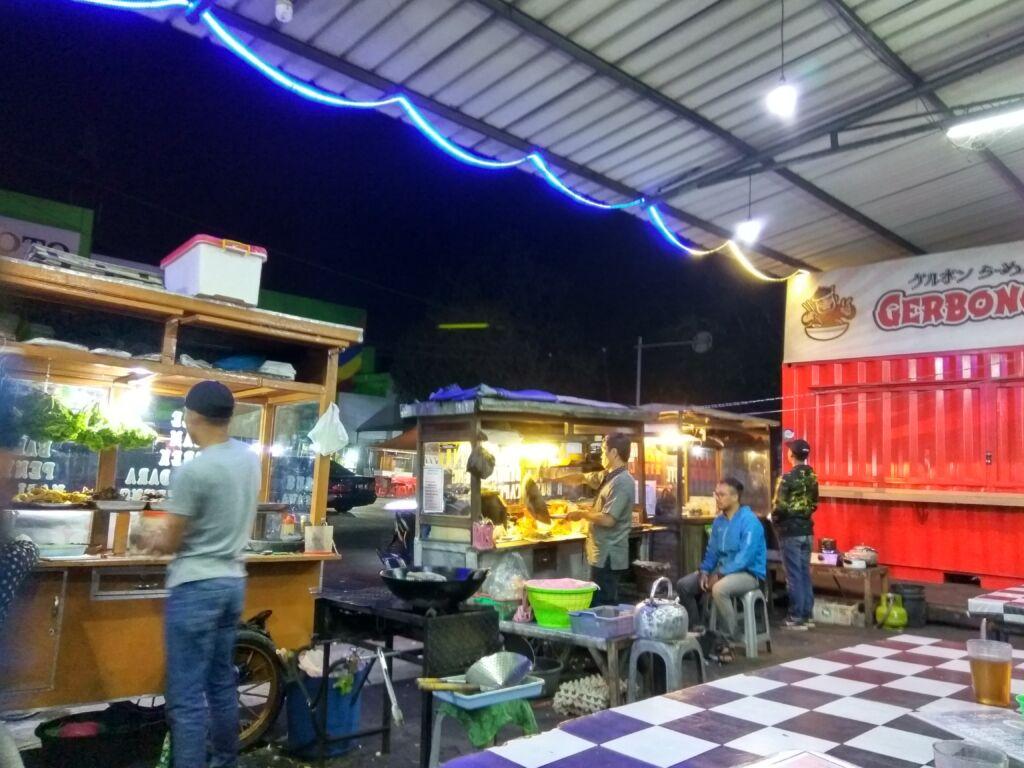 Penjual Makanan Sekitar Alun-Alun Lembang