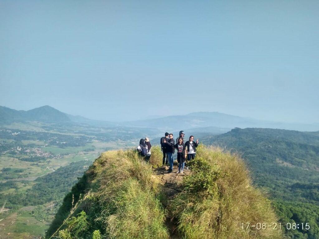 Puncak Gunung Batu Jonggol