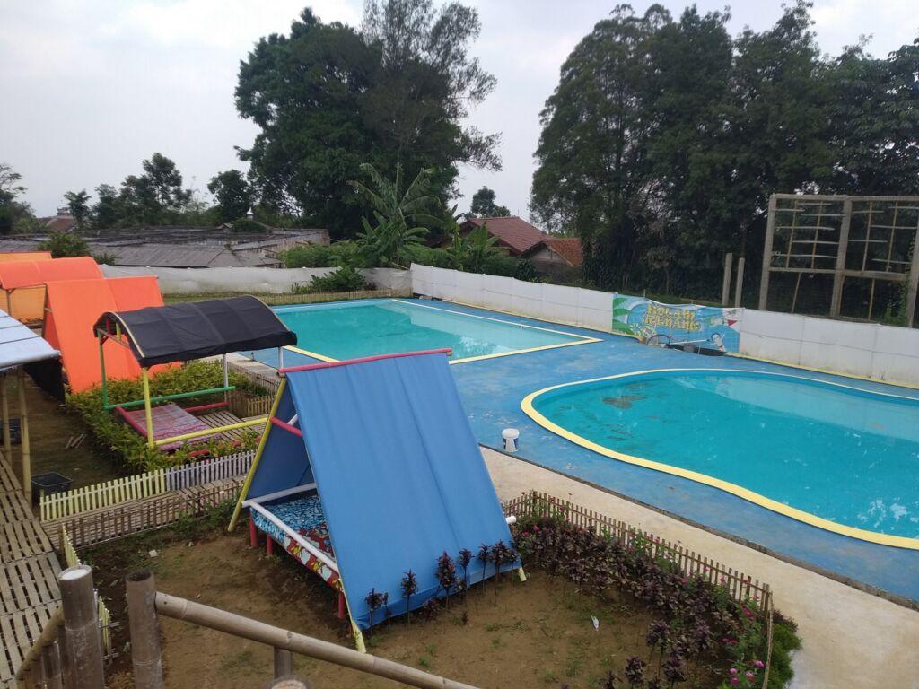 area kolam renang tapos garden