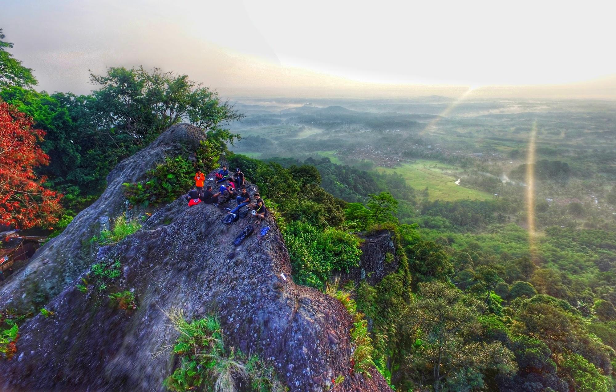 Puncak Gunung Munara