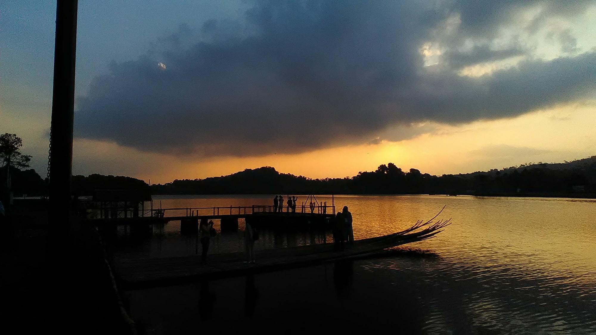 Indahnya senja di Situ Lengkong