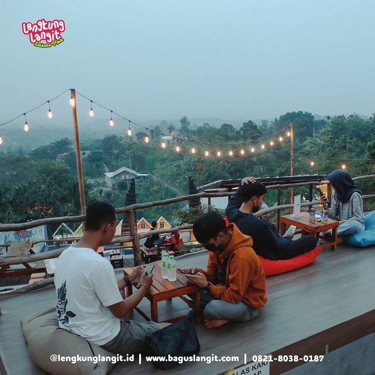 Tempat Nongkrong Di Foodcourt Lengkung Langit