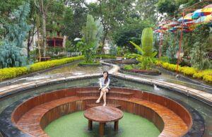 Spot Foto di Tengah Kolam