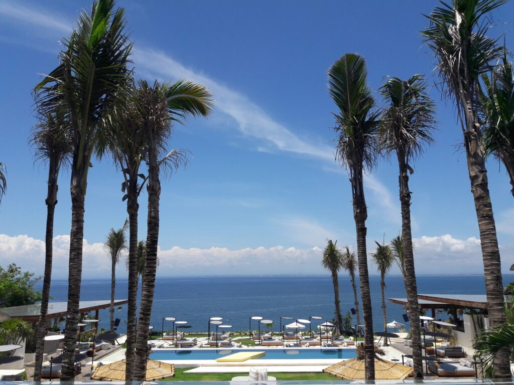 Suasana ala Palm Springs di Ulu Cliffhouse