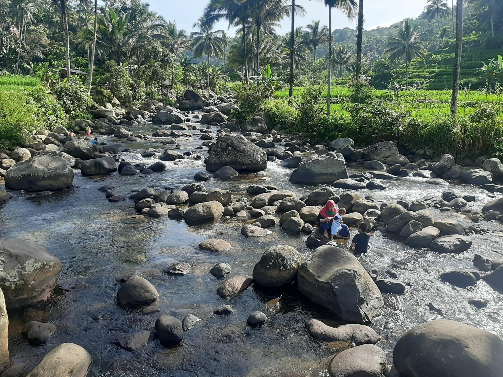 Sungai Cileueur Cadas Ngampar