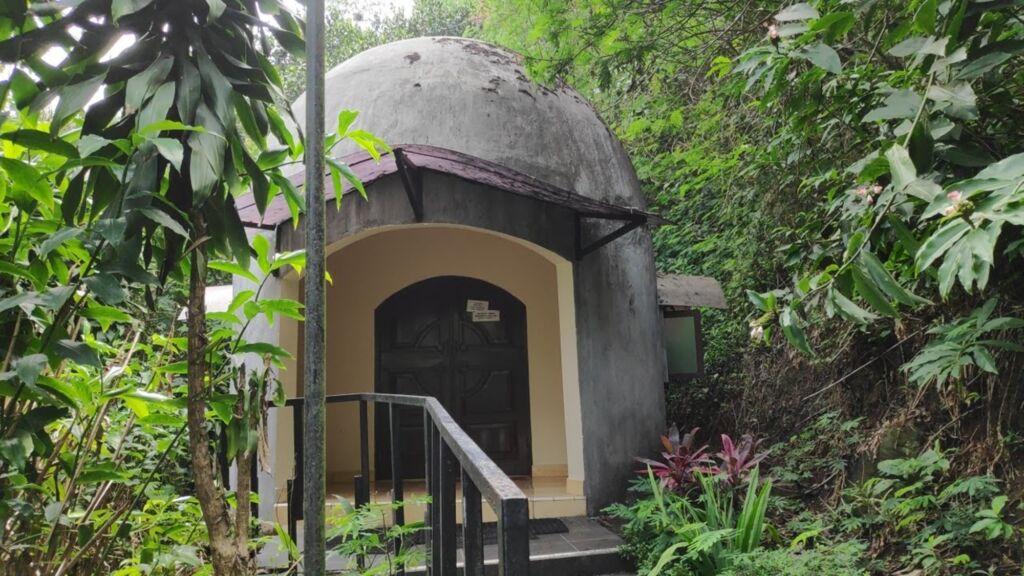 Kapel kecil di hutan