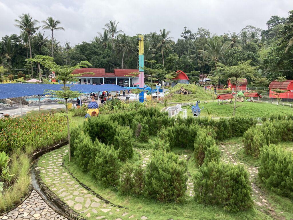 Kawasan Akbar Zoo yang Hijau dan Indah