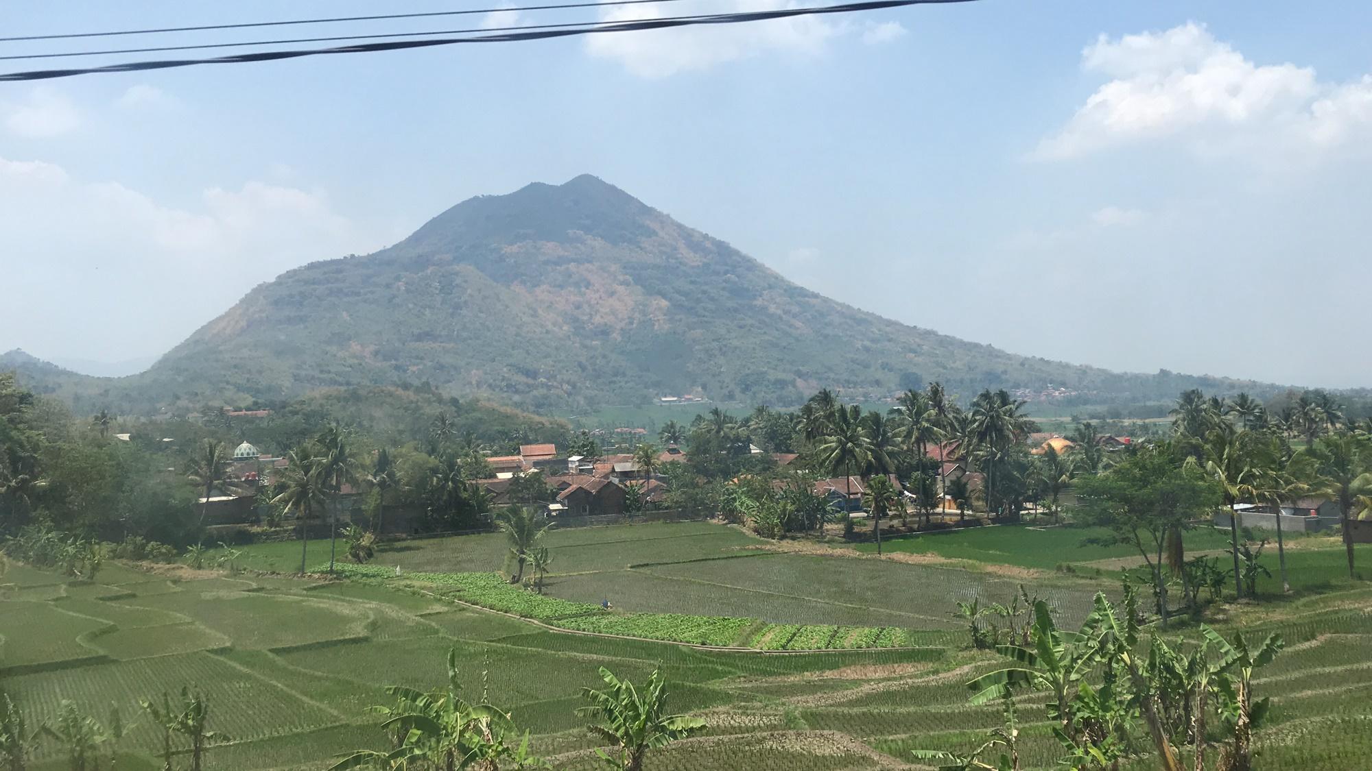 Gunung HAruman dari kejauhan