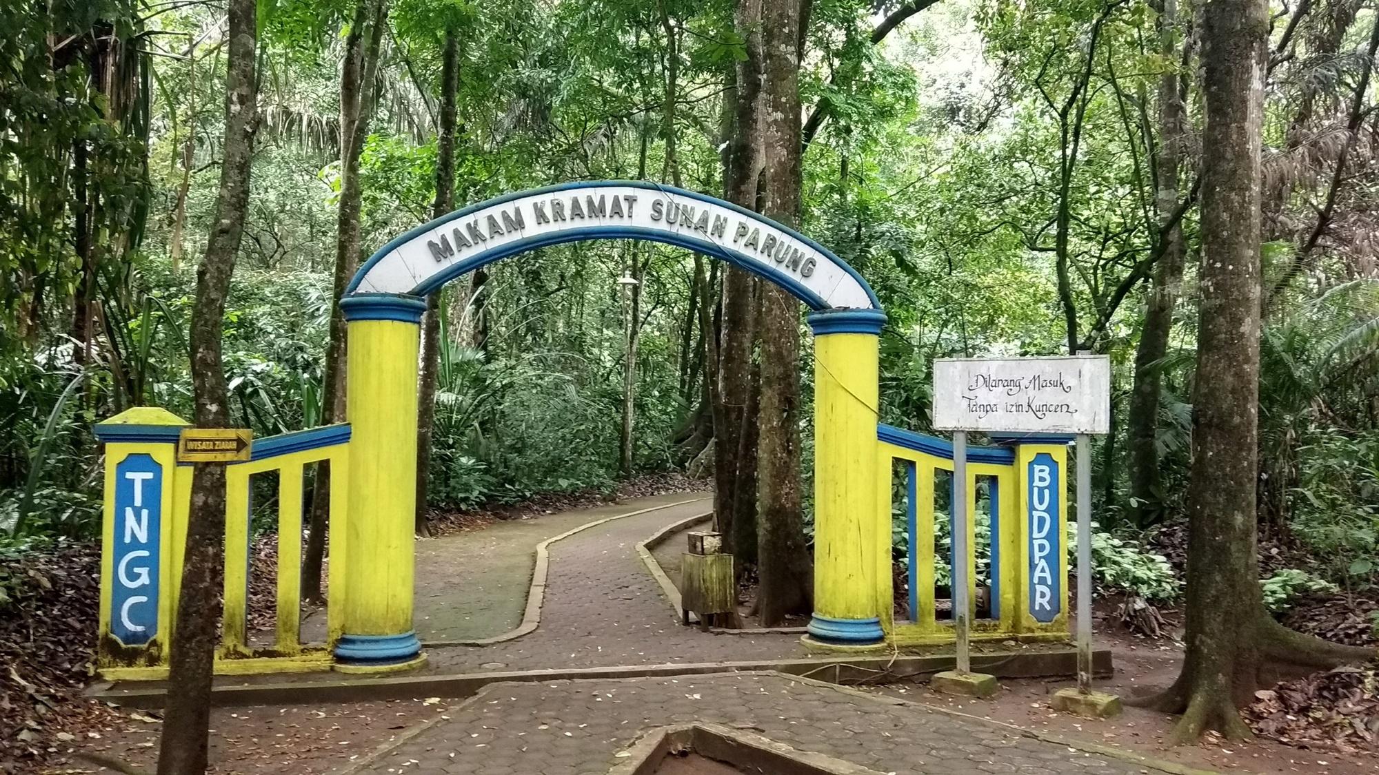 Area makam Sunan Parung