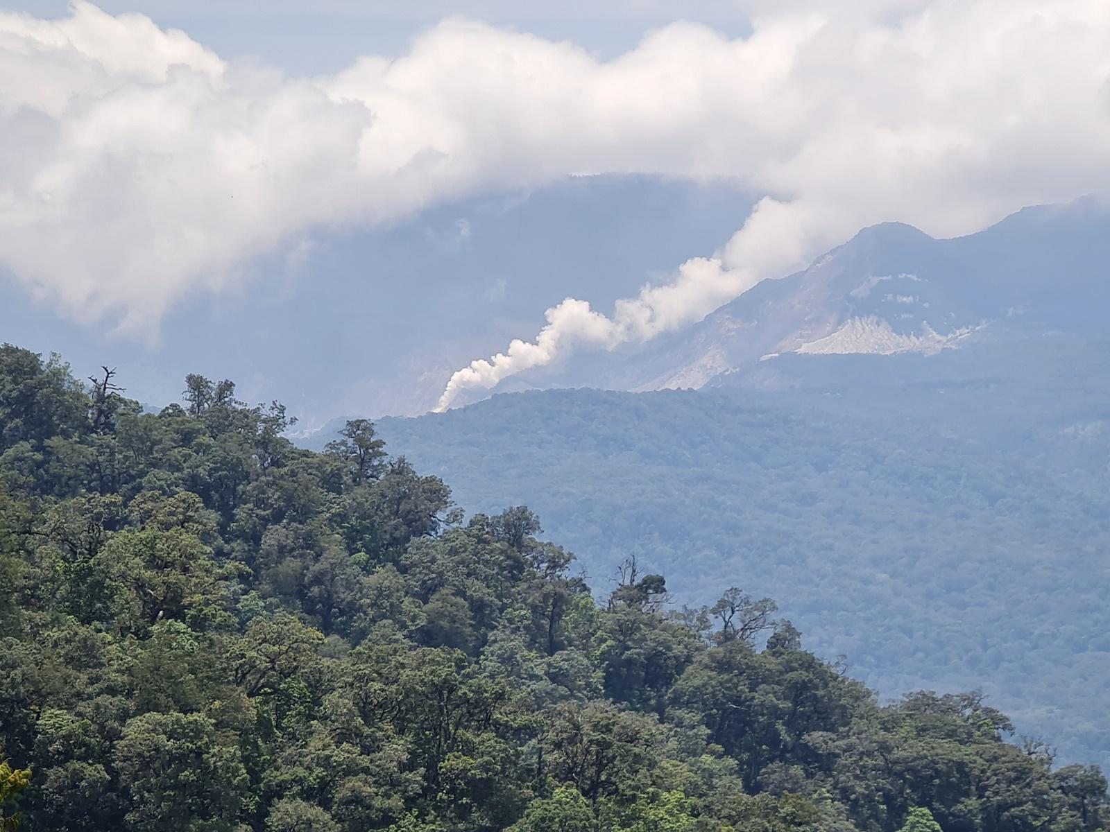 Kawah Papandayan dari Gunung Kendang